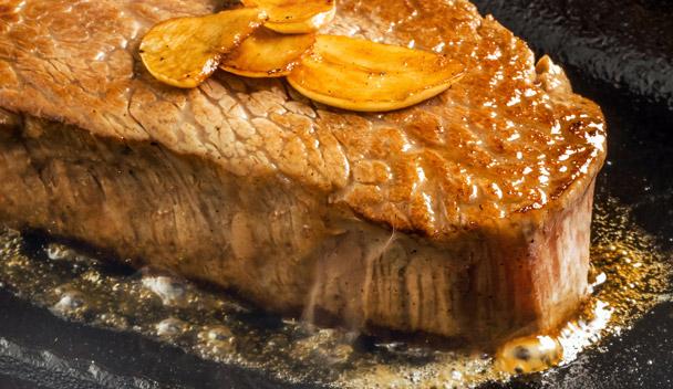 タリスカー スパイシーハイボールは、とりわけ肉、魚介を使った料理との相性は抜群です。