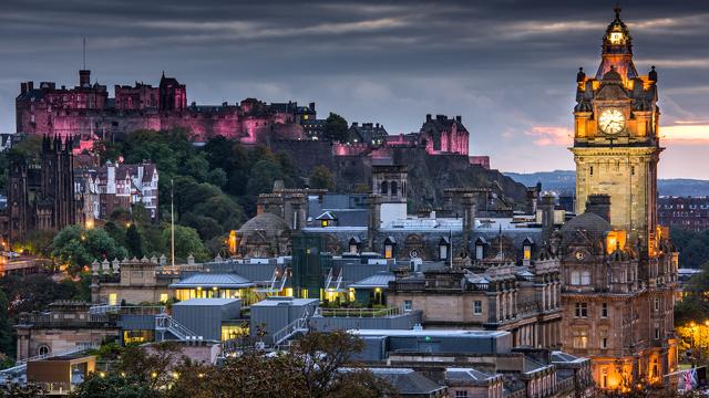 スコットランドの首都は、次のうちどれ?
