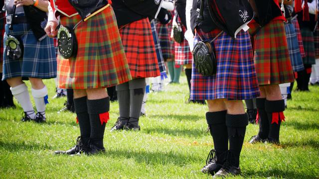 スコットランドの伝統衣装キルトのチェック柄、「何チェック」?