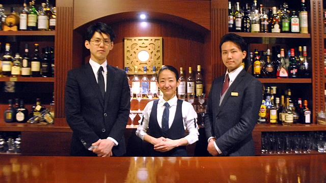 左から新家拓生さん、川原万季さん、荒川泰六さん