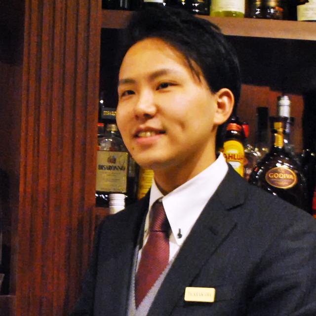 荒川泰六さん THE 日比谷 BAR 銀座 二代目マスターバーテンダー。バーテンダー歴は前職と合わせ11年目。