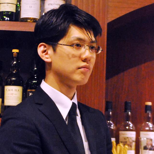 新家拓生さん 日比谷 BAR 神保町店 マネージャー。バーテンダー歴は10年目。