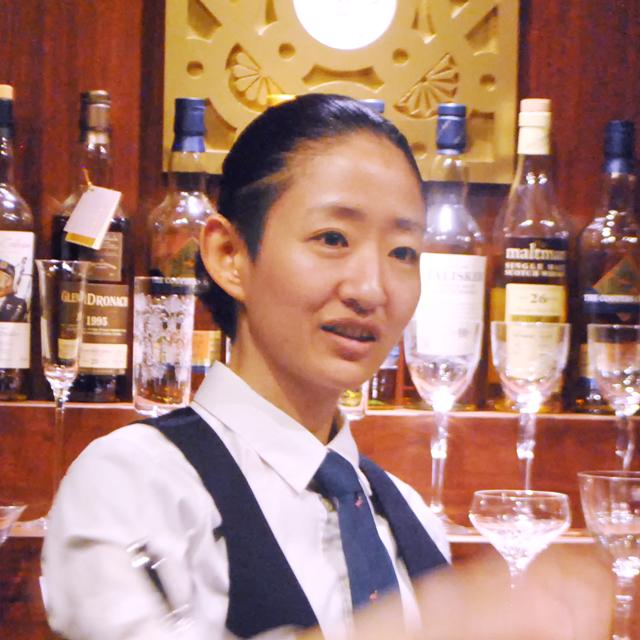 川原万季さん THE 日比谷 BAR 銀座 サブマネージャー。バーテンダー歴は前職と合わせもうすぐ丸5年。