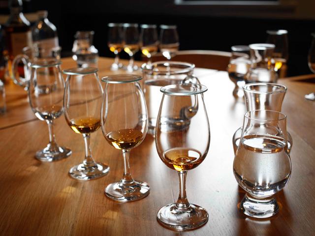 スコットランドで生産されるスコッチ ウイスキーの特徴としてよく挙げられるのが「ピーティ」な味わいと香り