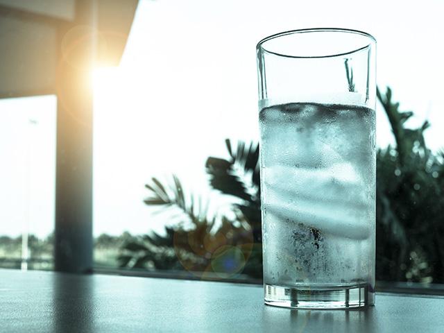 「飲酒前」の対策 最初に摂ってほしいものは何をおいても「水」