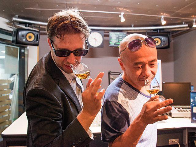 収録終了後はスタジオ内で タリスカーを飲みながら記念撮影
